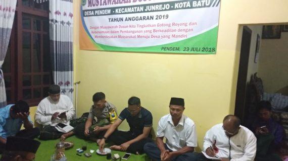 Bhabin Polsek Junrejo Menghadiri Musyawarah Dusun di Desanya