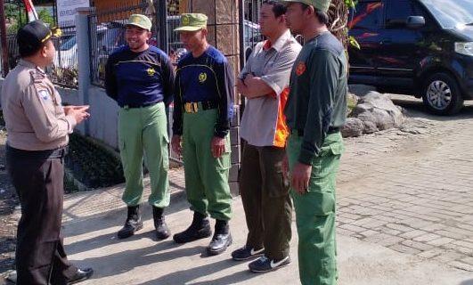 Sambang Anggota Linmas Bhabin Desa Sidomulyo Polsek Batu Kota Sampaikan Peningkatan Pam Swakarsa