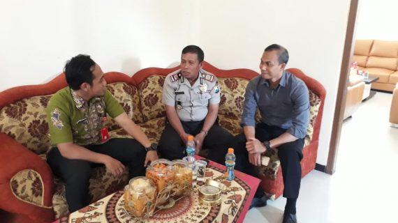 Kapolsek Junrejo Polres Batu laksanakan sambang ke Pjs Kades Mojorejo untuk lakukan koordinasi.