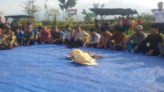 Kapolsek Bumiaji Membuka Turnamen Sepakbola Antar Dusun se Ds.Giripurno