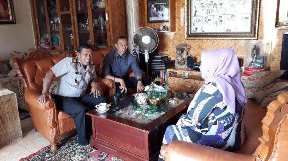 *Kapolsek Junrejo Polres Batu Silaturahmisekaligus sambang kepada tokoh masyarakat desa Beji.