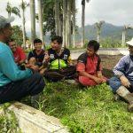 Bhabinkamtibmas Desa Pesanggrahan Polsek Batu Kota Berkunjung  pada Pemberdayaan Potensi Masyarakat Tani