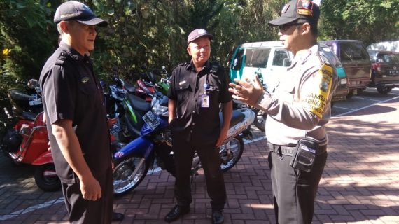 Peningkatan Pam Swakarsa Bhabinkamtibmas Kelurahan Songgokerto Polsek Batu Kota Sambang Satpam Jambu Luwuk Batu