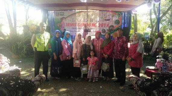 Bhabinkamtibmas Desa Pesanggrahan Polsek Batu Kota Pam Festival Jamu Gendong