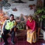 SEBAGAI WUJUD KEDEKATAN DENGANMASYARAKAT, Bhabinkamtibmas Desa Sumberagung Polsek Ngantang Polres Batu kunjungi warga Binaan