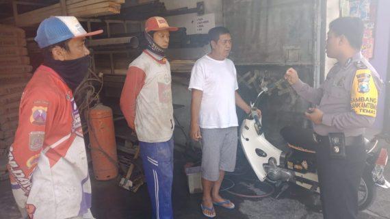 Bhabinkamtibmas Kelurahan Temas Polsek Batu Kota Polres Batu Sambang Ke Tempat Usaha Toko Bangunan Sampaikan Pesan Kamtibmas