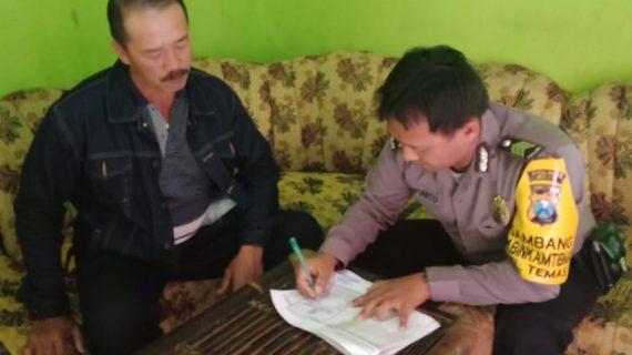 Door To Door System Bhabinkamtibmas Kel. Temas Polsek Batu Kota Polres Batu Sampaikan Surat Pemberitahuan Masa Berlaku SIM