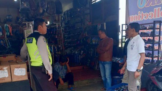 Bhabinkamtibmas Desa Sumberejo Polsek Batu Kota Polres Batu Sambang Ke Tempat Usaha Warga Toko Pracangan