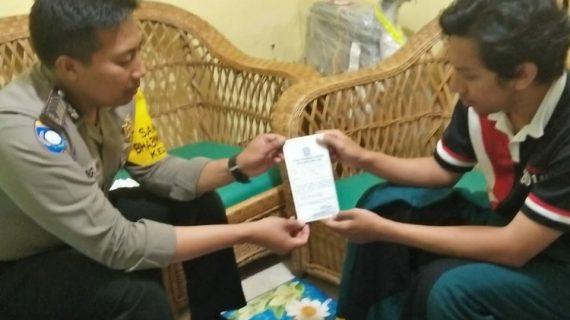 Giat Door To Door System Bhabinkamtibmas Kelurahan Sisir Polsek Batu Kota Polres Batu Sampaikan Surat Pemberitahuan Mas Berlaku SIM