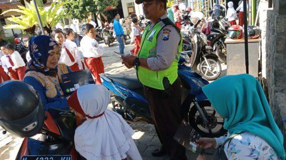 Polres Batu Kanit Binmas Polsek Batu Kota Melaksanakan Sosialisasi Zona Integritas