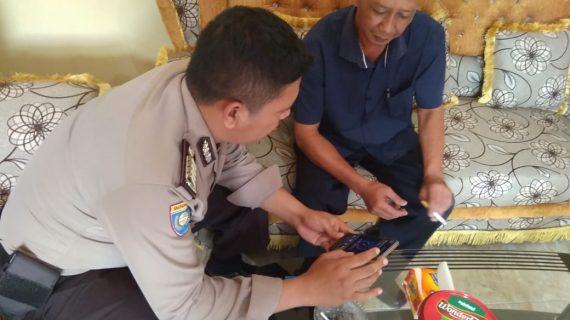 Bhabinkamtibmas Desa Sumberejo Polsek Batu Kota Sosialisasikan Layanan Android Apel ke Kepala Desa