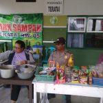 Bhabinkamtibmas Kelurahan Songgokerto Polsek Batu Kota Sampaikan Pesan Kamtibmas Kepada Pedagang Tempe Dan Nasi Empog