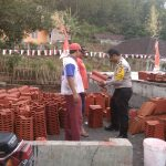 Bhabinkamtibmas Kelurahan Songgokerto Polsek Batu Kota Ke Tempat Usaha Warga Pembuatan Genteng