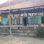 Bhabinkamtibmas Polsek Pujon Polres Batu Pembina Upacara Di SMP Negeri 2 Pujon