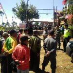 Sinergi Bhabinkamtibmas Desa Pesanggrahaan Polsek Batu Bersama BPBD Kota Batu Pemadaman Api Di Lereng Gunung Buthak