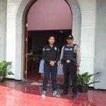 Polsek Ngantang Polres Batu melaksanakan pengamanan di gereja GKJW Kaumrejo