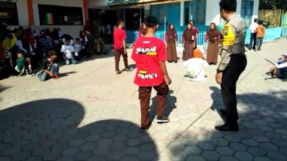 Bhabinkamtibmas Kelurahan Sisir Pantau Giat Lomba Agustusan Sambangi Ke SMP PGRI Batu