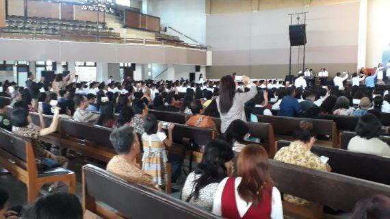 Polsek Junrejo Polres Batu pantau kegiatan ibadah pembukaan angkatan 64 Alkitab Batu.