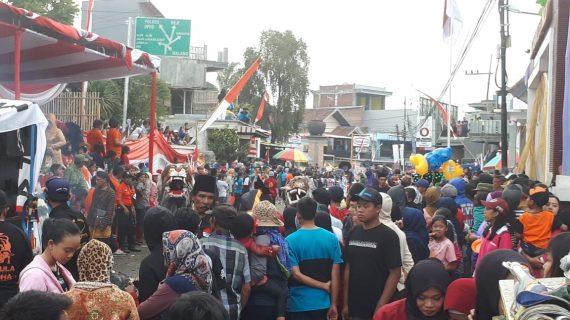 Kapolsek Junrejo Polres Batu Melaksanakan Pengamanan Karnaval Masyarakat Desa Junrejo Dalam Rangka HUTRI ke 73 tahun 2018.