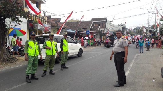 Kapolsek Bumiaji Polres BatuMelaksanakan Pengamananam Gerak Jalan Kreasi.