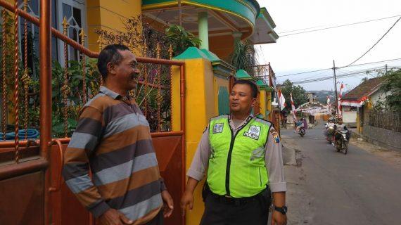 Kanit Binmas Polsek Batu Kota Patroli Sambang Perumahan Sampaikan Pesan Kamtibmas