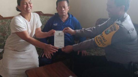 Bhabinkamtibmas  Polsek Batu Polres Batu  Sampaikan Pesan dan mengingatkan Kepada Masyarakat Berlakunya SIM
