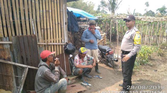 Bhabinkamtibmas Kelurahan Songgokerto Polsek Batu Polres Batu Tingkatkan Silaturahmi dan sambangi Warga