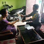 Door To Door System Bhabinkamtibmas Kel.Temas Polsek Batu Kota Sampaikan Surat Pemberitahuan Masa Berlaku SIM ke pada Masyarakat