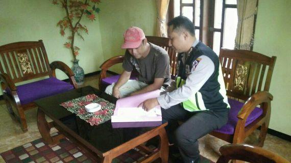 Giat Door To Door System Tingkatkan Kepercayaan Masyarakat terhadap Polri Bhabinkamtibmas Desa Oro Oro Ombo Polsek Batu Kota Polres Batu