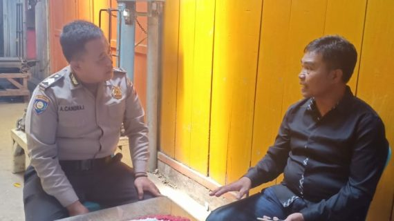 Cara Efektif Sampaikan Pesan Kamtibmas Bhabin Desa Sidomulyo Polsek Batu Kota Lakukan Door To Door System