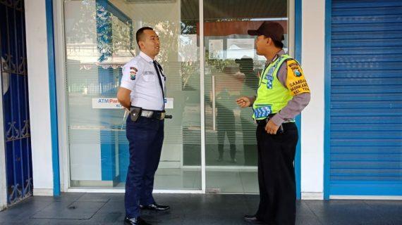 Giat Peningkatan Pam Swakarsa Bhabinkamtibmas Kelurahan Temas Polsek Batu Kota Polres Batu Sambang Satpam Bank Panin