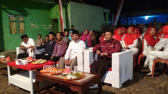 Babinkamtibmas Desa Pendem Polsek Junrejo Polres Batu , menghadiri kegiatan pentas seni dalam rangka HUTRI ke 73 di desa binaanya.