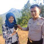 Berikan Rasa Aman Dan Nyaman, Polres Batu Polsek Bumiaji Desa Gunungsari Sosialisasikan Layanan Aplikasi Android Apel Batu