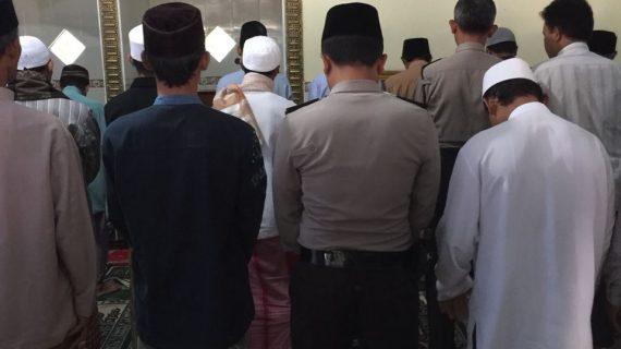 Langkah Polri Guna Jalin Kemitraan Dengan Masyarakat, Polres Batu Kanit Binmas Polsek Bumiaji Makmurkan Masjid