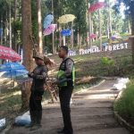 Upaya Preventif Polri di  Masyarakat Wilayah, Polres Batu Anggota Bhabinkamtibmas Polsek Pujon Sambang Wisata Dewisri