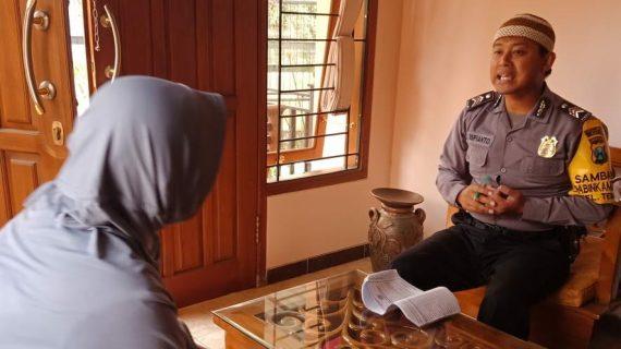 DDS Kunjungan Kerukunan Tetangga Bhabinkamtibmas Temas Polsek Batu Kota Polres Batu Sampaikan Pesan Kamtibmas