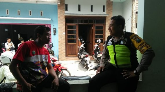 Bhabinkamtibmas Giat Silaturahmi Rutin, Sambang Serap Aspirasi Kamtibmas Masyarakat Bhabin Kelurahan Sisir Polsek Batu Kota Polres Batu