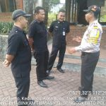 Bhabinkamtibmas Giat Silaturahmi Ke Warga, Sambang Satpam Pengemban Fungsi Kepolisian Terbatas Bhabin Kel Songgokerto Polsek Batu Polres Batu, Sampaikan Peningkatan Pam Swakarsa