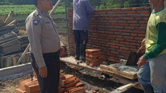 Patroli Sambang Kamtibmas Bhabinkamtibmas Desa Sidomulyo Polsek Batu Kota Polres Batu Sampaikan Pesan Kamtibmas