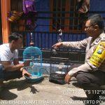 Anggota Bhabinkamtibmas Silaturahmi Ke Warga,Bhabinkamtibmas Kelurahan Songgokerto Polsek Batu Kota Polres Batu Bangun Partisipasi Terhadap Kamtibmas