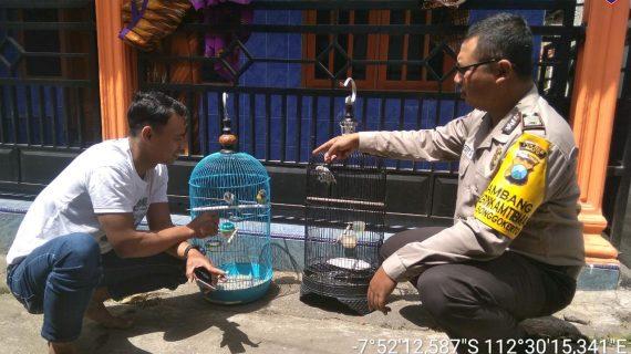 Bhabinkamtibmas Songgokerto Polsek Batu Kota Polres Batu melaksanakan sambang Membangun Partisipasi Terhadap Kamtibmas