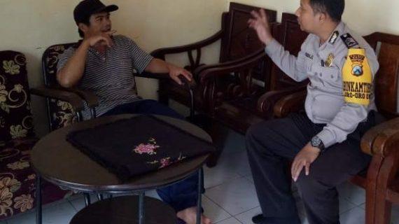 melaksanakan Silaturahmi Dan Sambang Tokoh Masyarakat Bhabinkamtibmas Desa Oro Oro Ombo Polsek Batu Kota Polres Batu