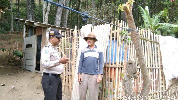 Upayakan Preventif Gaet Mitra Dengan Masyarakat, Sambang Silaturahmi Kamtibmas Ke Masyarakat Desa Hutan Bhabinkamtibmas Kelurahan Songgokerto Polsek Batu Polres Batu