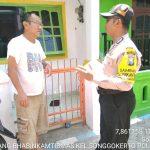 Laksanakan Patroli dialogis , Bhabinkamtibmas Kelurahan Songgokerto Polsek Batu Kota DDS sambangi warga di Desa.