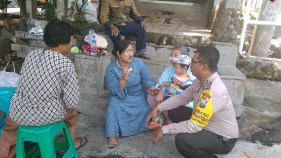 Kunjungan Rumah Warga Bhabinkamtibmas Kelurahan Songgokerto Polsek Batu Kota Sampaikan Pesan Kamtibmas