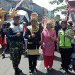 Bhabinkamtibmas Desa Pesanggrahaan Polsek Batu Kota Lakukan Giat Sambang Dan Pam Karnaval Bersih Desa Pesanggrahan