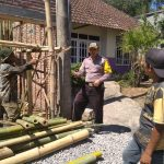 Anggota Bhabinkamtibmas Silaturahmi Warga, Sambang Pekerja Bangunan Bhabinkamtibmas Kelurahan Temas Polsek Batu Kota Polres Batu Sampaikan Pesan Kamtibmas