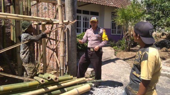 Giat Tatap Muka dan DDS, Sambang Pekerja Bangunan Bhabinkamtibmas Kelurahan Temas Polsek Batu Kota Polres Batu Sampaikan Pesan Kamtibmas