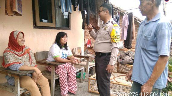 Kegiatan Sambang Sore Kunjungan Kerukunan Tetangga Bhabinkamtibmas Kelurahan Songgokerto Polsek Batu Kota Polres Batuserap aspirasi warga dan dalam rangka Harkamtibmas