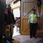 Anggota Polsek Bumiaji melaksanakan pengamanan Giat Kebaktian di gereja El Shadai Bumiaji